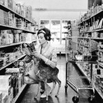 1949_Audrey-Hepburn-and-her-pet-deer-520x713