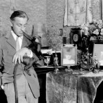 1949_ohn-Barrymore-with-Clementine-his-pet-monkey-520x398