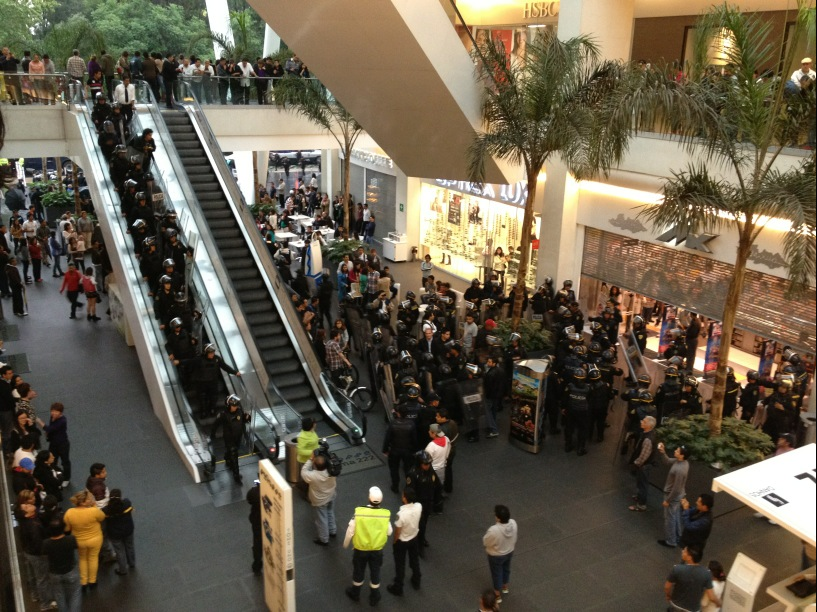 Detienen a por lo menos 150 j venes en el centro comercial for Hoteles por reforma 222