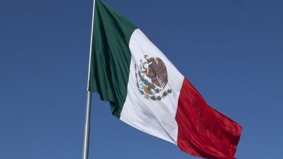 Patrios? ¿Qué mueven en nosotros la Bandera, el Himno y el Escudo