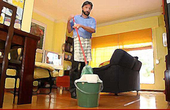 En estos d as qu es un hombre - Trabajo limpiando casas ...