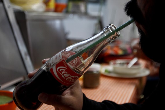 Senadora del PAN propone aumentar 70 centavos a cada lata de refresco. Foto: Cuartoscuro