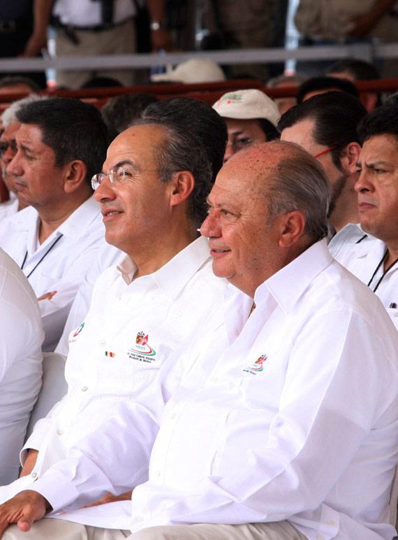 Marzo de 2012. Felipe Calderón y Romero Deschamps. Foto: Cuartoscuro