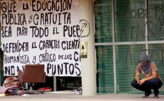Toma de Rectoría en Ciudad Universitaria. Foto: Rebeca Argumedo, SinEmbargo