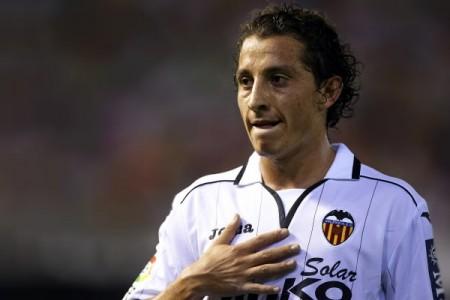En la primera temporada de Andrés Guardado con Valencia, el mexicano ha jugado de volante y lateral izquierdo. Foto: EFE.