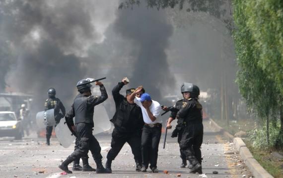 Represión en Atenco. Mayo de 2006. Foto: Cuartoscuro