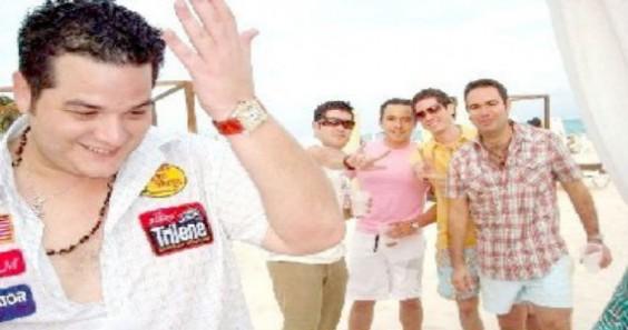 """""""Fabiancito"""" con sus amigos en Cancún. Foto: Twitter"""