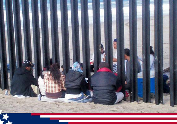 http://www.sinembargo.mx/wp-content/uploads/2013/05/deportadas_barrotes.jpg