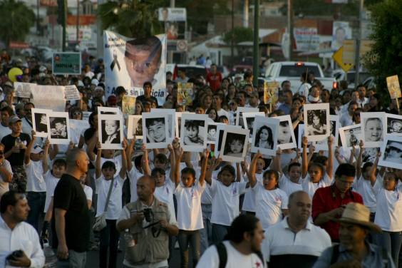 Marcha en memoria de los niños fallecidos en la Guardería ABC, 2012. Foto: Cuartoscuro