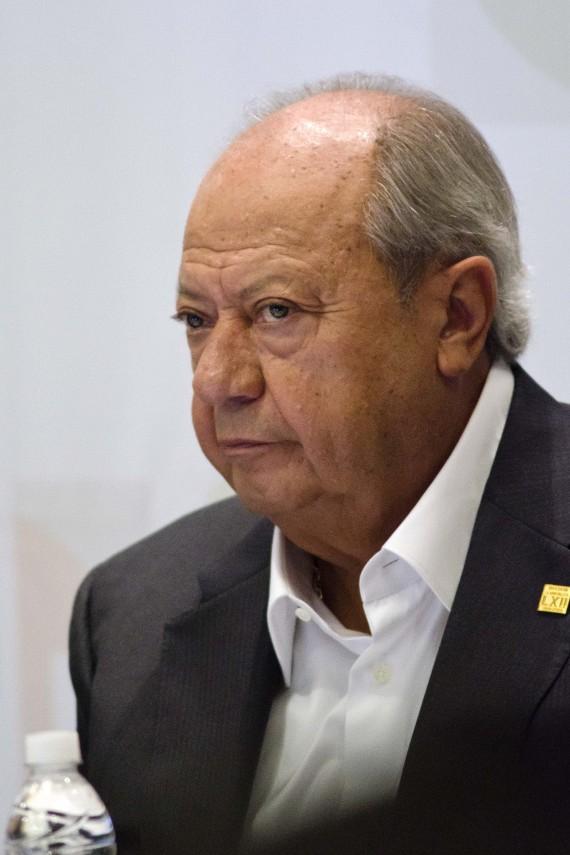 Carlos Romero Deschamps, salió de la sesión del Senado tras un supuesto acuerdo que lo dejaba fuera de la Comisión Administrativa de Pemex. Foto: Cuartoscuro