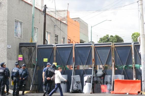 Desde el pasado miércoles 28, el Congreso permanece resguardado por elementos de seguridad ante posibles movilizaciones. Foto: Francisco Cañedo, SinEmbargo