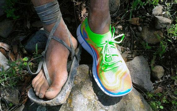 Indígena Rarámuri, usando un tenis Nike Foto: Facebook