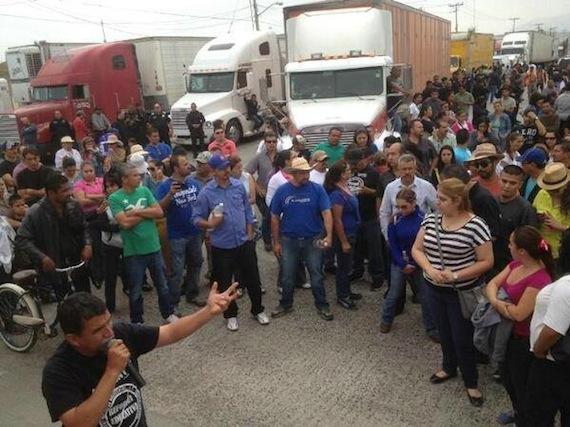 En Tijuana los profesores tomaron la garita de exportación. Foto: Twitter vía @YoSoyRed_