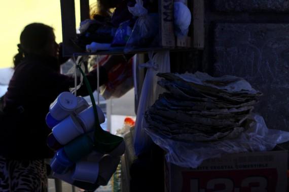 Los maestros del CNTE sobreviven en el Zócalo. Foto: Antonio Cruz, SinEmbargo