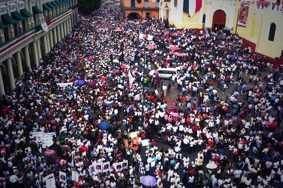 Los docentes en Plaza Lerdo. Foto: Twitter vía @YoSoyRed_