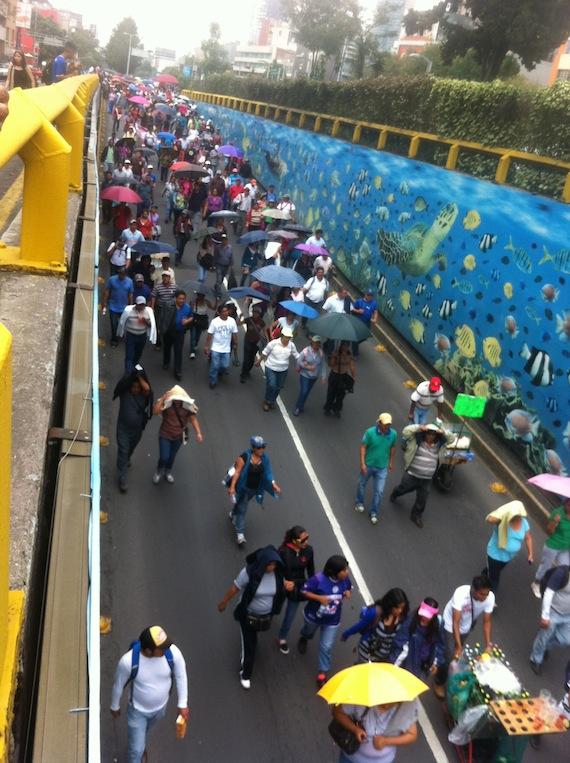 La CNTE en Avenida Chapultepec. Foto: Francisco Cañedo, SinEmbargo.