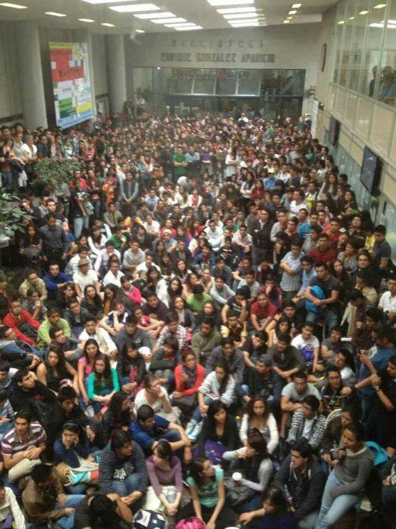 Asamblea en la Facultad de Economía de la UNAM en apoyo a la CNTE. Foto: @YoSoyRed_