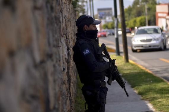 Estaciones de CFE y gasolinerías de Michoacán fueron atacados el fin se semana. Fotografía: Cuartoscuro