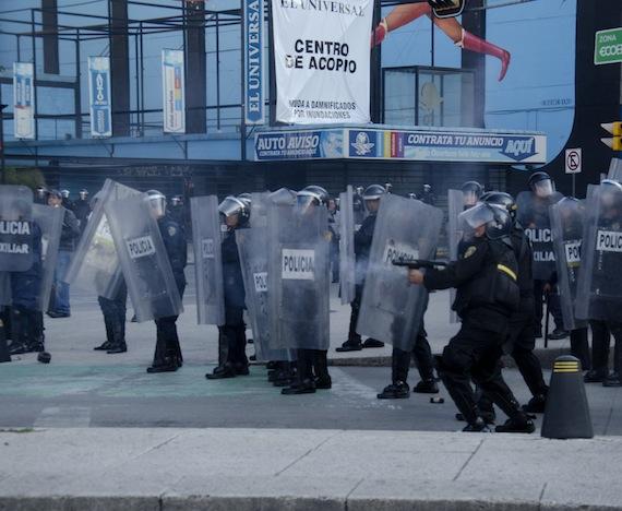 Otro elemento es captado disparando balas de goma. Foto: Pako Servín, Spleen Journal
