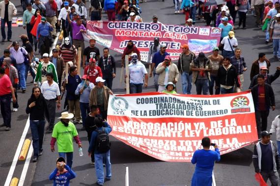 CNTE en marcha en la Ciudad de México. Foto: Rebeca Argumedo, SinEmbargo