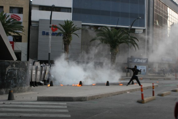 Enfrentamientos entre manifestantes. Foto: Antonio Cruz, SinEmbargo