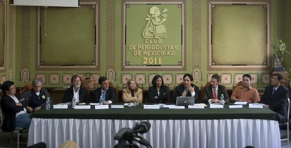 Intelectuales, investigadores, abogados y periodistas, dieron a conocer el 11 de octubre de 2011 que presentarían una demanda contra de Felipe Calderón Hinojosa, ante la Corte Internacional de la Haya. Foto: Cuartoscuro