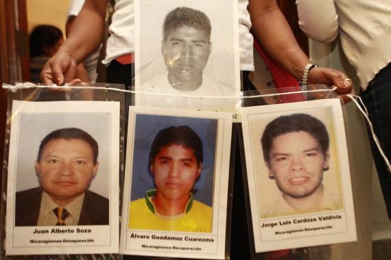 Madre buscan a sus hijos desaparecidos en su paso por México. Foto: Antonio Cruz, SinEmbargo