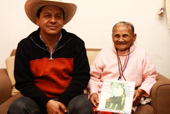 Gracias a Facebook, Ana pudo encontrar a su mamá. Foto: Antonio Cruz, SinEmbargo