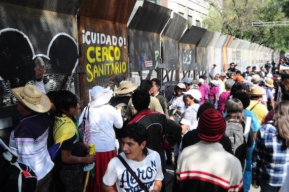 Morena cumple siete días de cerco al Senado. Foto: Omar Rivas, SinEmbargo