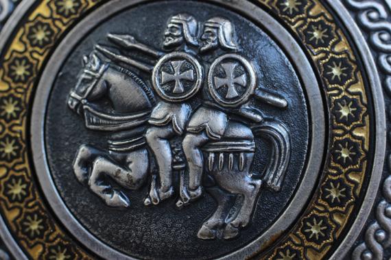 Escudo templario decomisado en Michoacán. Foto: Cuartoscuro