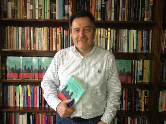El escritor presenta Bahía de los misterios. Foto: Especial