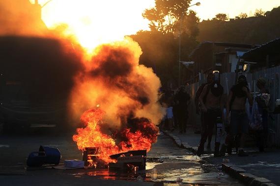 Manifestación en Río de Janeiro el 6 de febrero en contra del alza al transporte público. Foto: EFE.