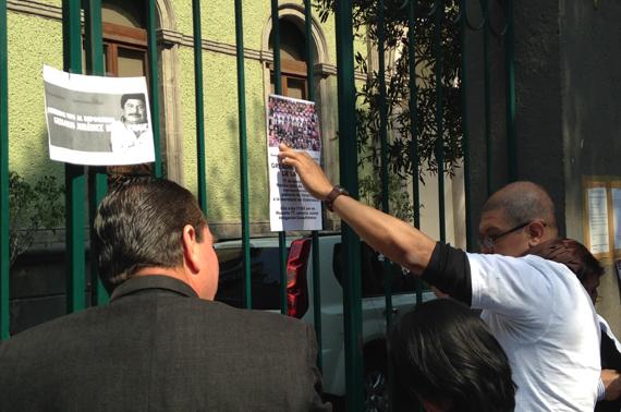 Protesta de este martes frente a la representación de Veracruz en el DF. Foto: Antonio Cruz, SinEmbargo