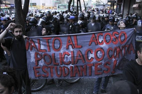 Estudiantes exigen a las autoridades capitalinas que liberen a sus compañeros detenidos. Foto: Cuartoscuro