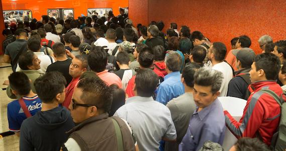 Asambelistas prometen que lso primeros cambios que traerá la ley se verán reflejados en el Metro. Foto: Cuartoscuro