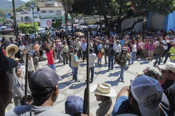Policía comunitaria y civiles toman el municipio de Ocotito. Foto: Cuartoscuro