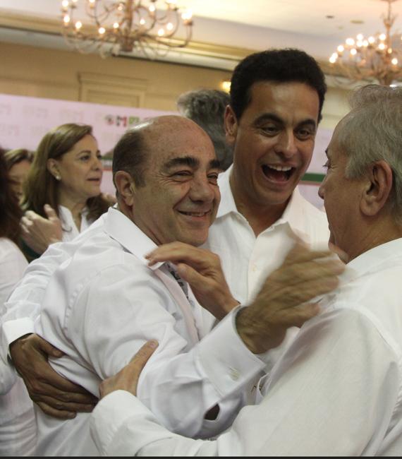 Contento, el Senador Hernández Deras con Jesús Murillo Karam, titular de la PGR, y Joel Ayala, líder sindical. Foto: Cuartoscuro