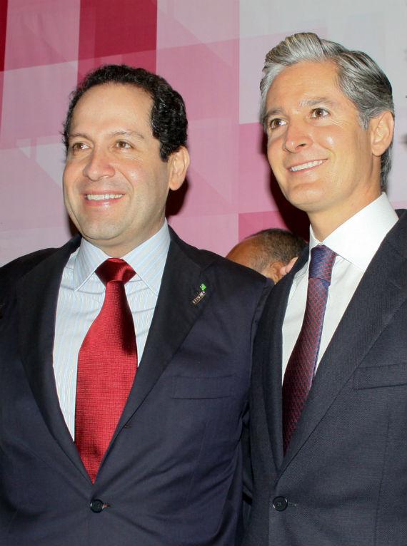 A la izquierda el Gobernador mexiquense Eruviel Ávila, a la derecha el presidente de Banobras, Alfredo del Mazo. Foto: Cuartoscuro