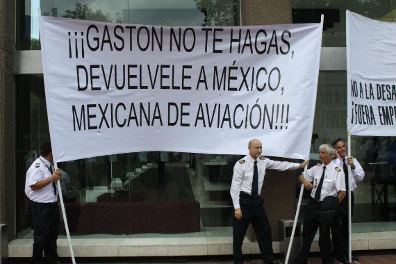 Desde la quiebra de Mexicana, en 2010, trabajadoes culparon a Gastón Azcárraga por el cierre de la aerolínea. Foto: Cuartoscuro