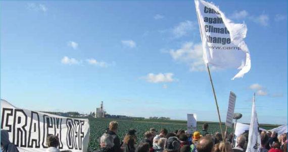 """Protesta contra el """"feacking"""" en Reino Unidos en septiembre de 2011. Foto: Movimiento Mundial Contra el Fracking"""