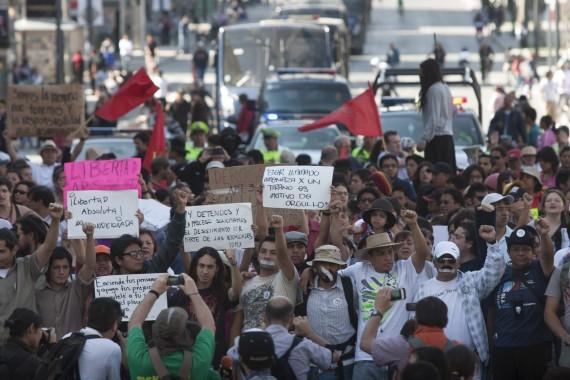 Jóvenes liberados en diciembre de 2012, marcharon para que se eliminaran  las acusaciones que se les imputaron. Foto: Cuartoscuro