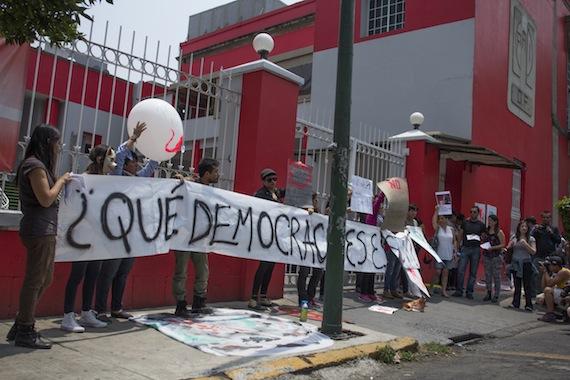 A Cuauhtémoc Gutiérrez no se le ha comprobado ningún delito: Camacho Protesta_pri-df_prostitucion-6