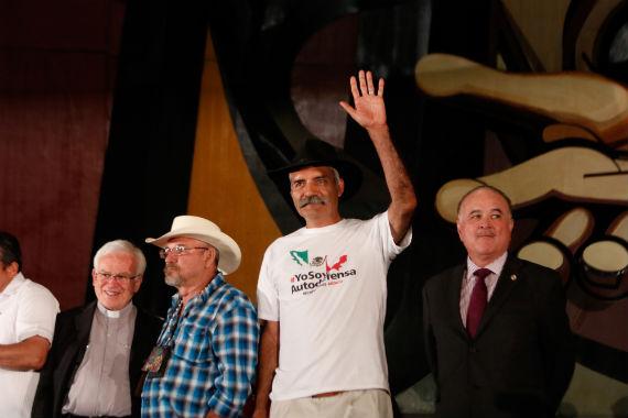 Mireles y otros activistas en el Primer Encuentro de Autodefensas. Foto: Francisco Cañedo, SinEmbargo