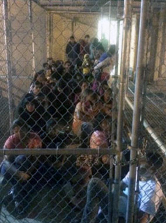 Menores de edad, como prisioneros de guerra en Irak o Afganistán. Foto: Oficina del Congresista Henry Cuéllar