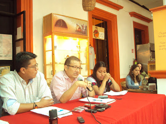 Los abogados Leonel Rivero Rodríguez y Sandino Rivero, padre e hijo, conocidos por llevar el caso del profesor Alberto Patishtán Gómez, denunciaron a través de Amnistía Internacional (AI) que desde el año pasado eran hostigados y amenazados. Foto: Especial.