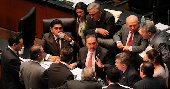 En tres días, los senadores aprueban leyes que permiten el fracking, el despojo de tierras y debilitan a Pemex | SinEmbargo MX
