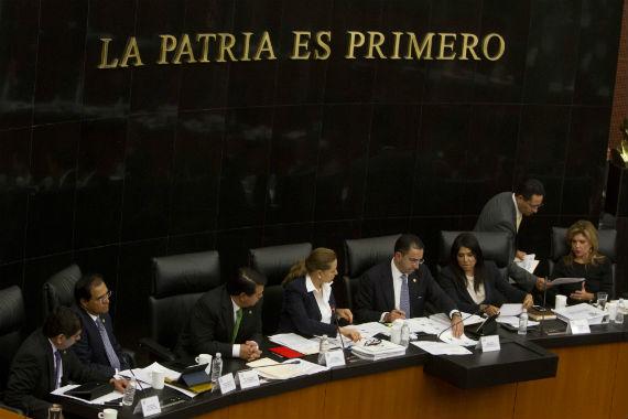 Con 3 votos del PRD se aprobaron las leyes secundarias de Telecom en comisiones del Senado. Los perredistas tendrán que dar una explicación. Foto: Cuartoscuro
