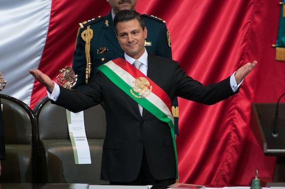 Enrique Peña Nieto recibe un salario neto mensual de 143 mil 628 pesos con prestaciones que equivales a 56 mil 028 pesos. Foto: Cuartoscuro.