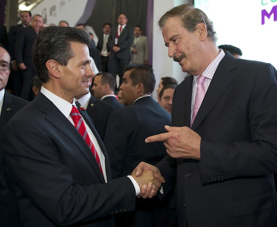 Fox dice que reforma energética llegó 18 años tarde pero alaba a Peña Nieto