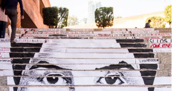 Algunas de las cintas de papel dieron forma al retrato del normalista desaparecido Jesús Jovany Rodríguez Tlatempa, joven de 21 años proveniente de Tixtla, Guerrero. Foto: Ibero.